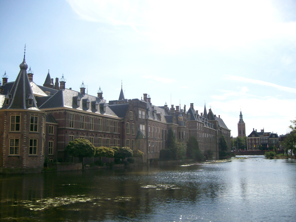 My Little Expat Kitchen_Hofjiver lake and Dutch parliament 1